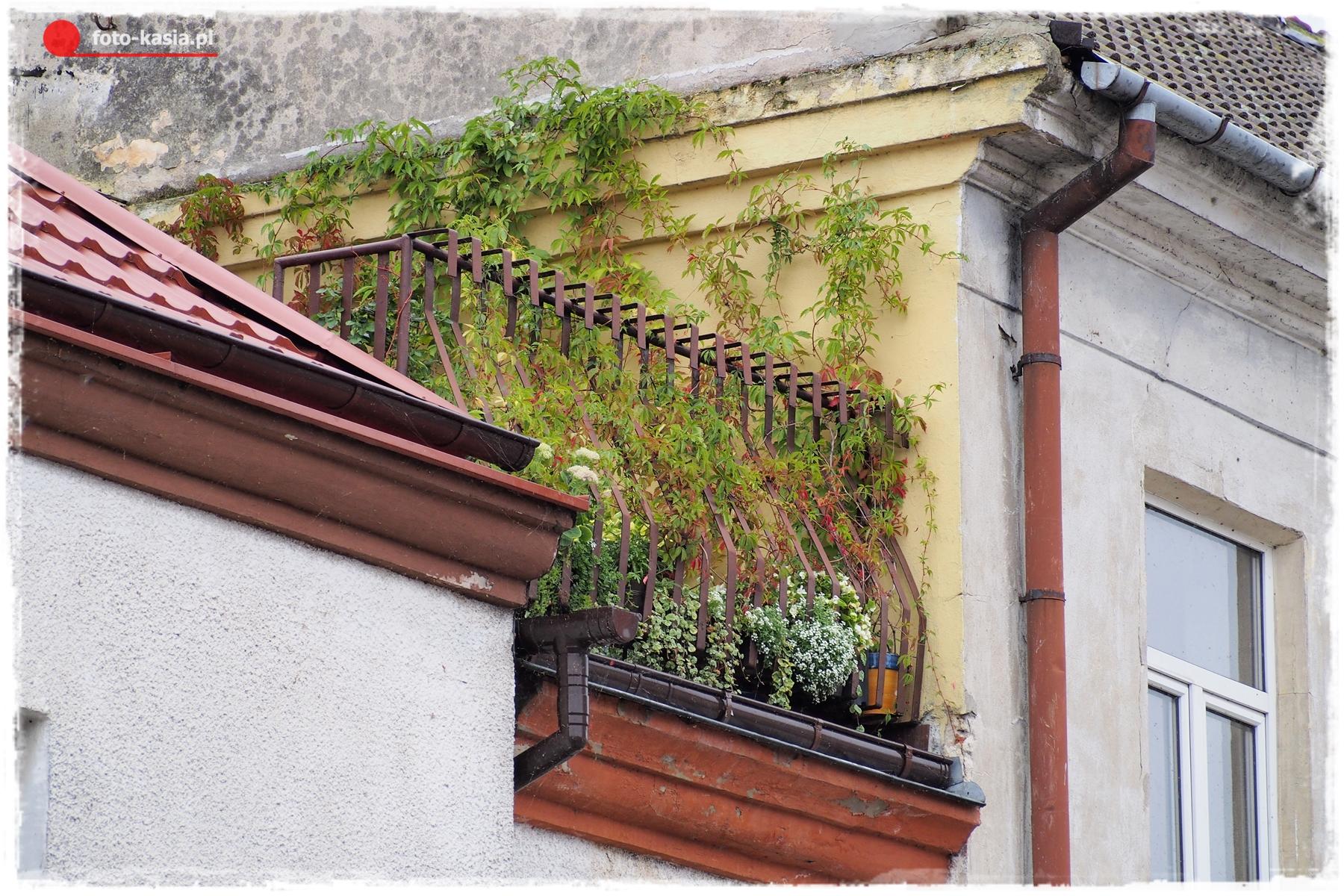 Bardzo gustowny balkon.