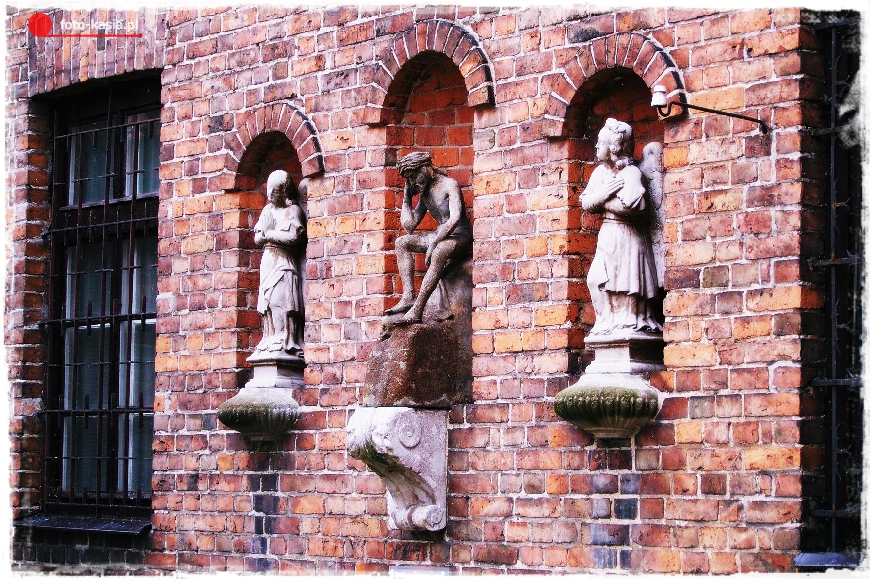 Unikatowe zabytki na murach muzeum diecezjalnego.